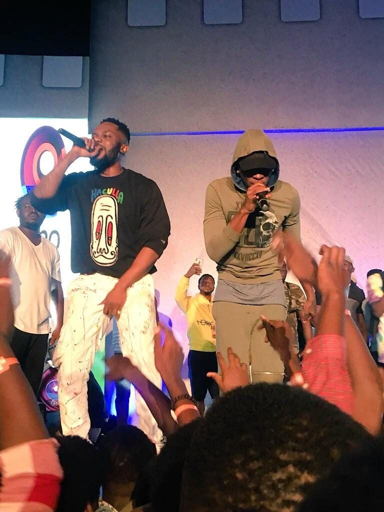 Epic Response!! R2Bees Performs 'We Dey Vibe' For The First